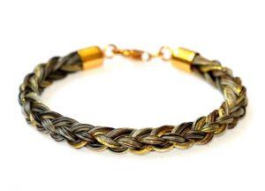 Armband aus Pferdehaaren mit Goldfäden