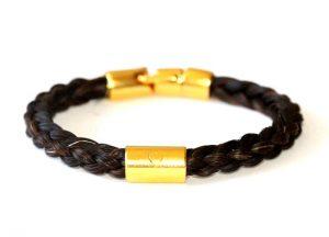 Armband aus Pferdeharren mit Goldgravur